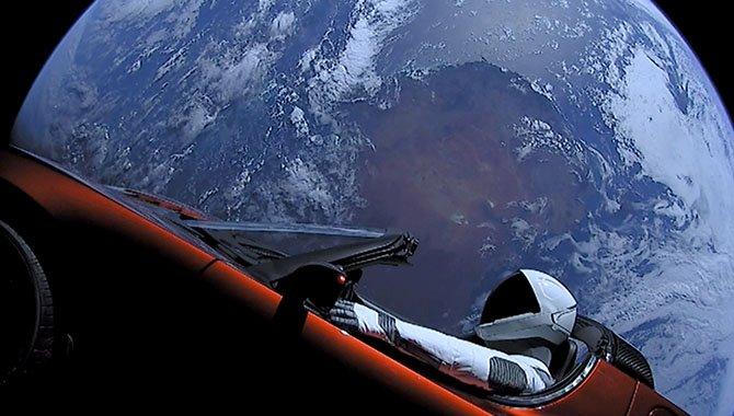 A ver si lo he entendido bien. ¿Que quieres salvarnos llevándonos a Marte?